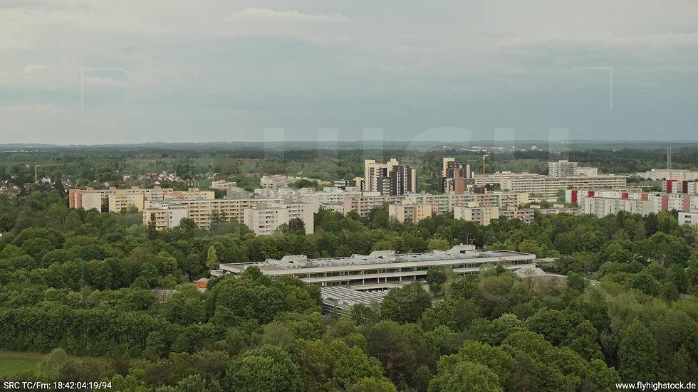 München Ostpark Stadtteil-Shot Rückflug nach oben tagsüber 3