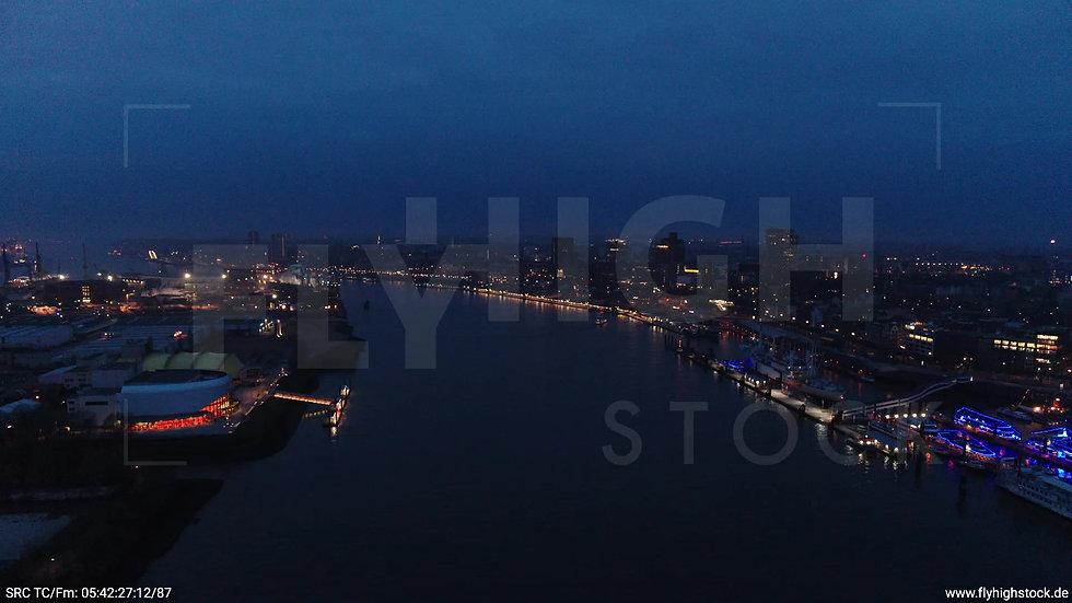 Hamburg Hafen Zuflug Landungsbrücken morgens