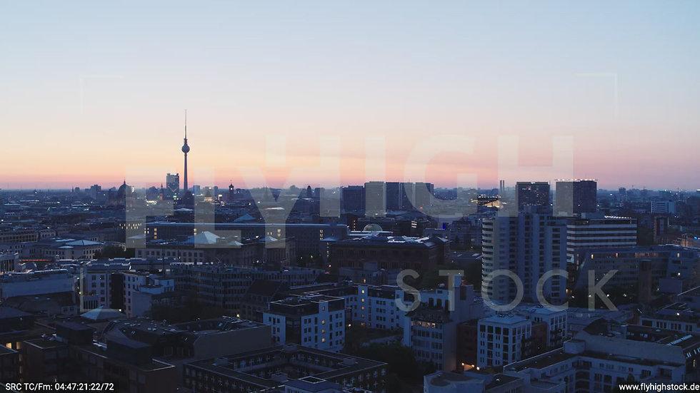 Berlin Potsdamer Platz Ost Skyline Parallelflug morgens D033_C004