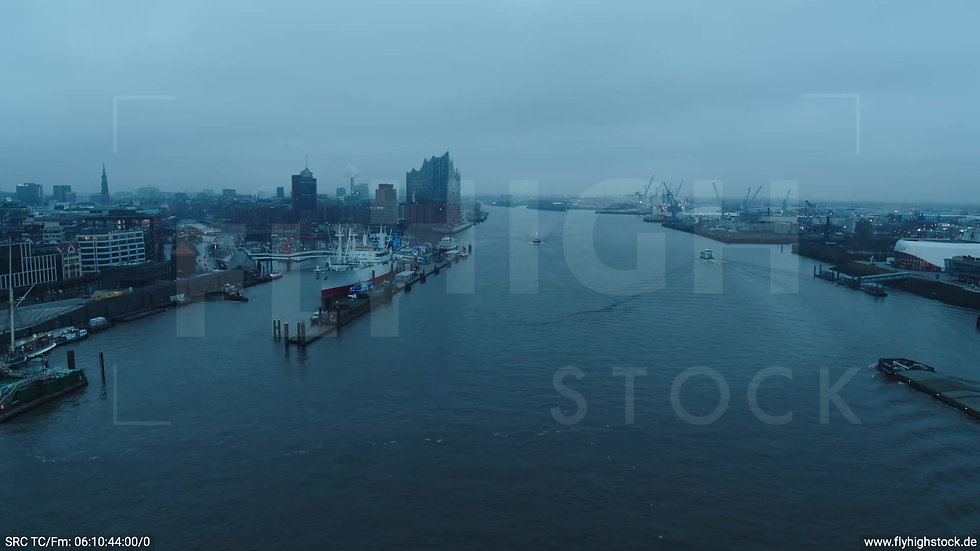Hamburg Hafen Überflug Elbe morgens bewölkt Winter 2
