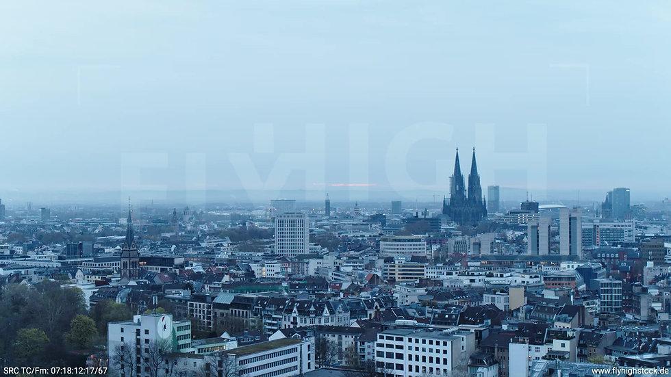 Köln Innerer Grüngürtel Dom Skyline Parallelflug morgens 3