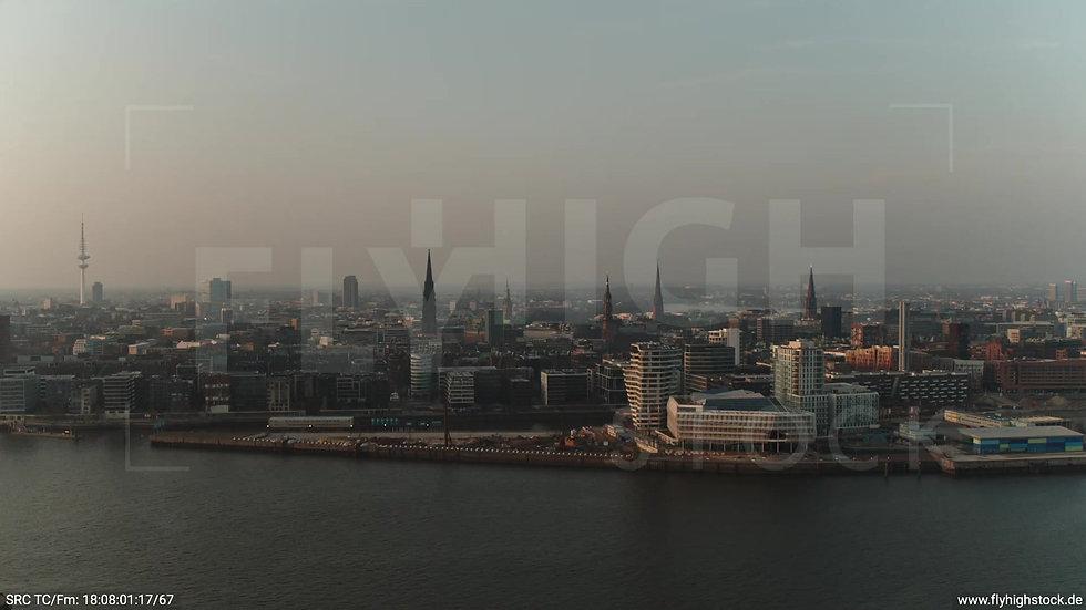 Hamburg Südwesthafen Zuflug Marco-Polo-Tower abends 2