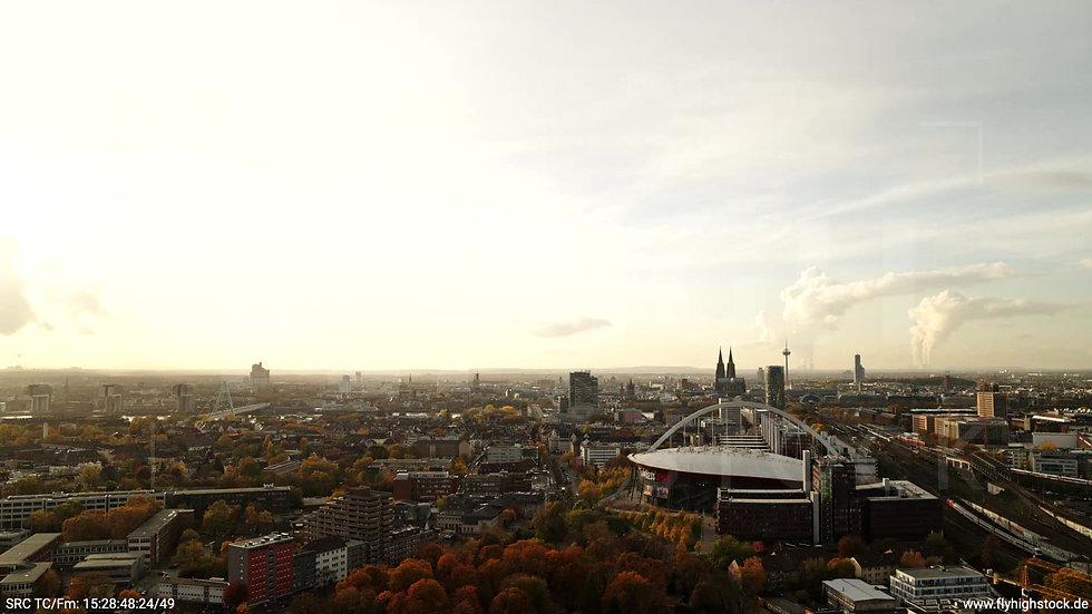 Köln Lanxess Arena Skyline Zuflug tagsüber C030_C003