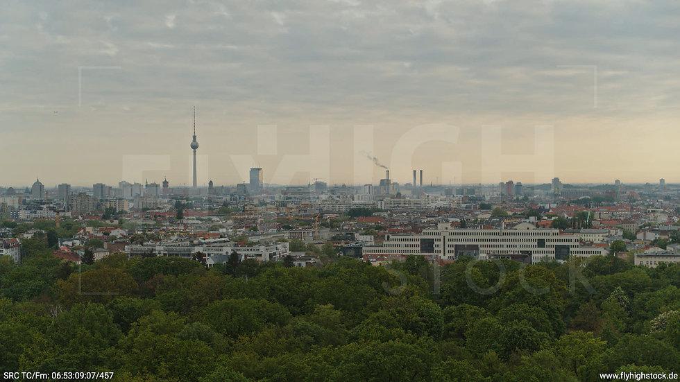 Berlin Hasenheide Skyline Hub morgens 6