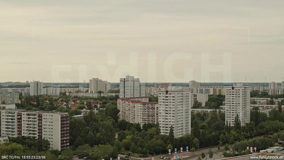 Berlin Marzahn Skyline Zuflug nach unten tagsüber 6
