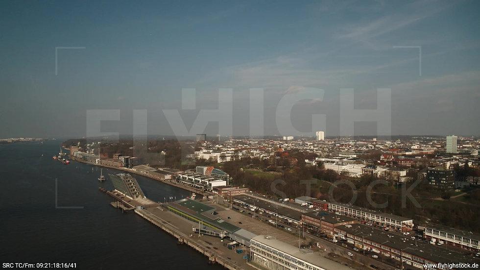 Hamburg Hafen Zuflug Skyline tagsüber 2