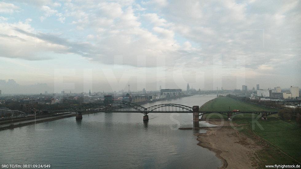 Köln Südbrücke Skyline Seitlicher Hub morgens