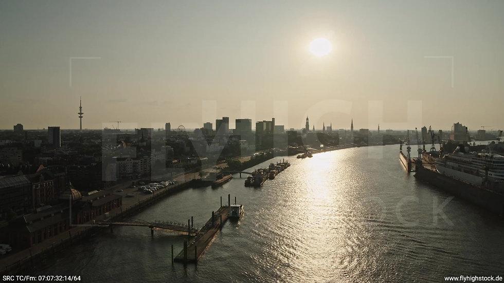 Hamburg Altonaer Holzhafen Fischmarkt Rückflug nach oben morgens