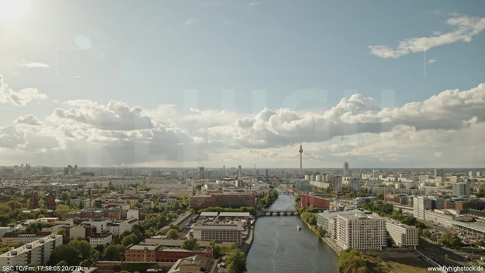 Berlin East Side Gallery Skyline Rückflug tagsüber 5