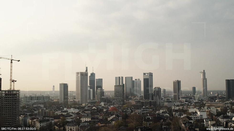 Frankfurt Grüneburgpark Zuflug Skyline morgens 19