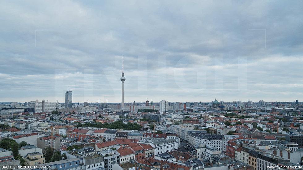 Berlin Volkspark am Weinberg Alexanderplatz Skyline Hub abends