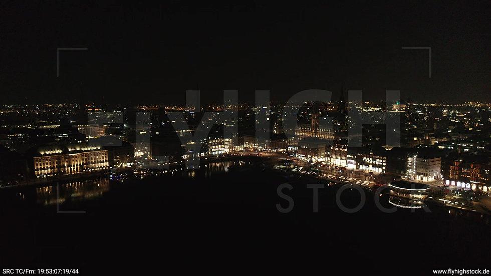 Hamburg Innenalster Zuflug Rathaus nachts 2