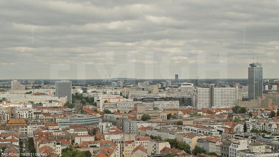 Berlin Volkspark am Weinberg Alexanderplatz Skyline Hub tagsüber 8