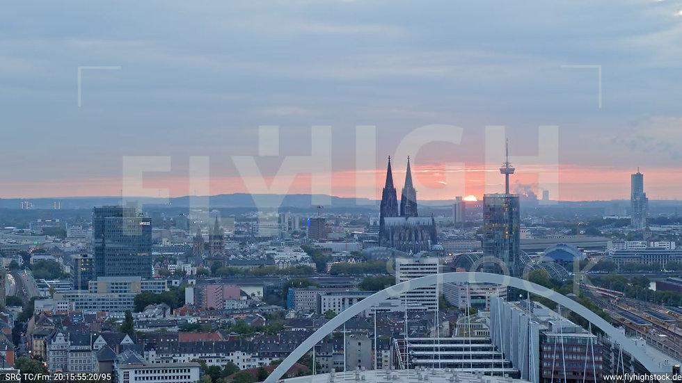 Köln Pyramidenpark Zuflug C049_C018