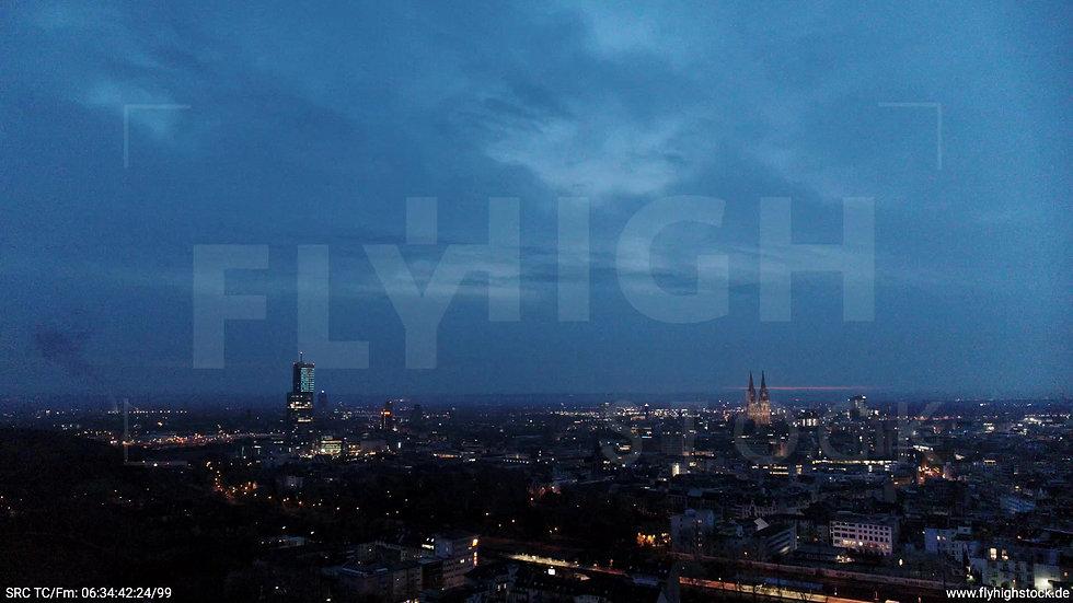 Köln Innerer Grüngürtel Dom Skyline Zuflug morgens 3