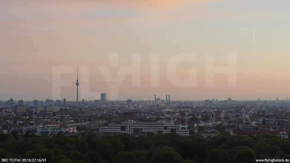 Berlin Hasenheide Skyline Zuflug morgens 4
