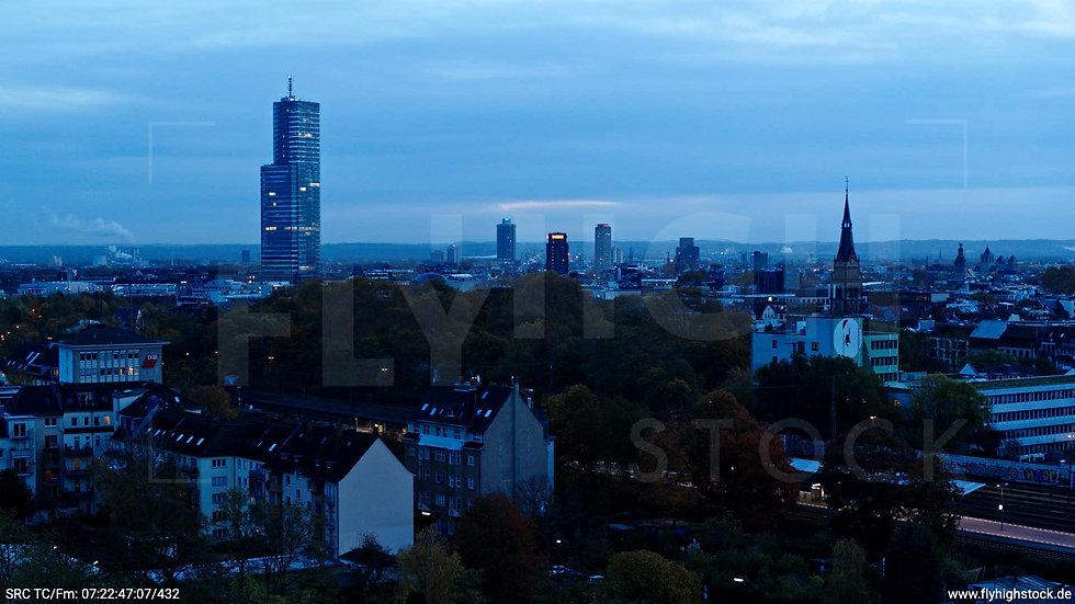 Köln Innerer Grüngürtel Skyline Hub morgens C025_C012