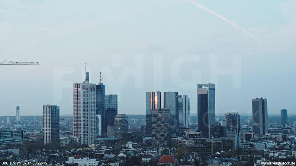 Frankfurt Grüneburgpark Zuflug Skyline morgens 10