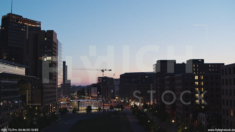 Berlin Potsdamer Platz Hub morgens D033_C002