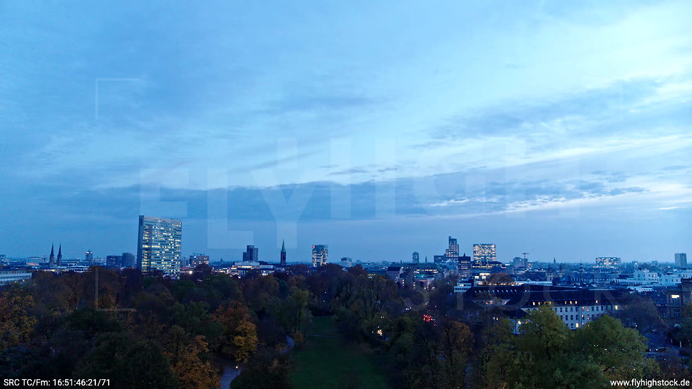 Düsseldorf Hofgarten Skyline tiefer Zuflug abends F009_C015