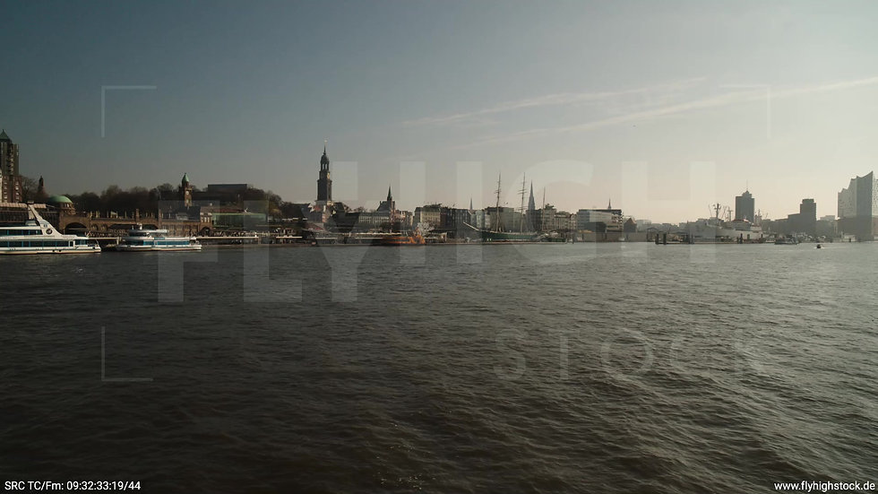 Hamburg Hafen tiefer Zuflug nach oben Rickmer Rickmers
