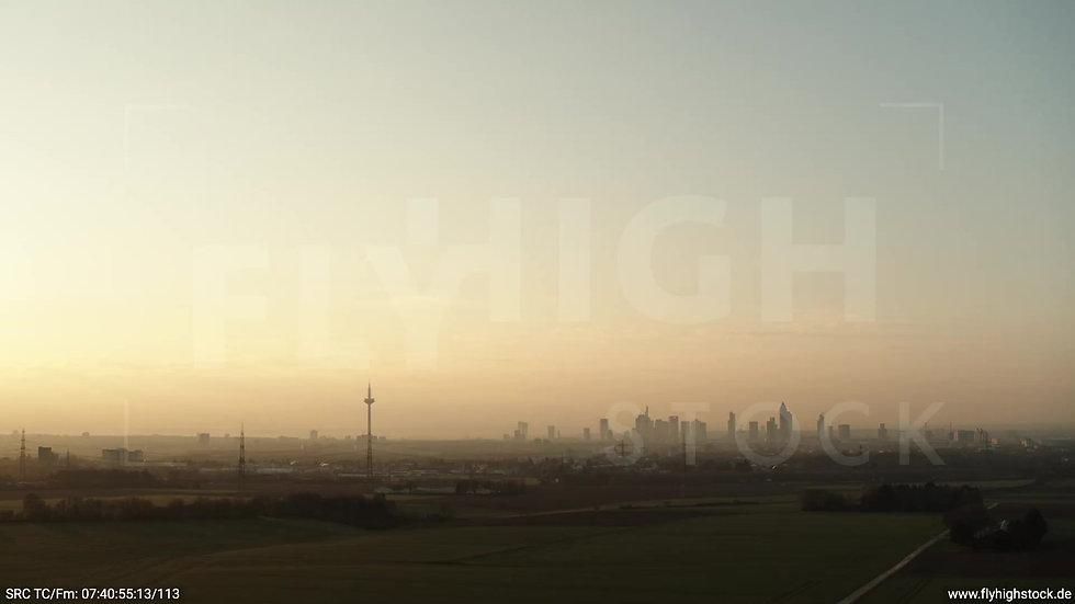 Frankfurt Skyline Hub morgens