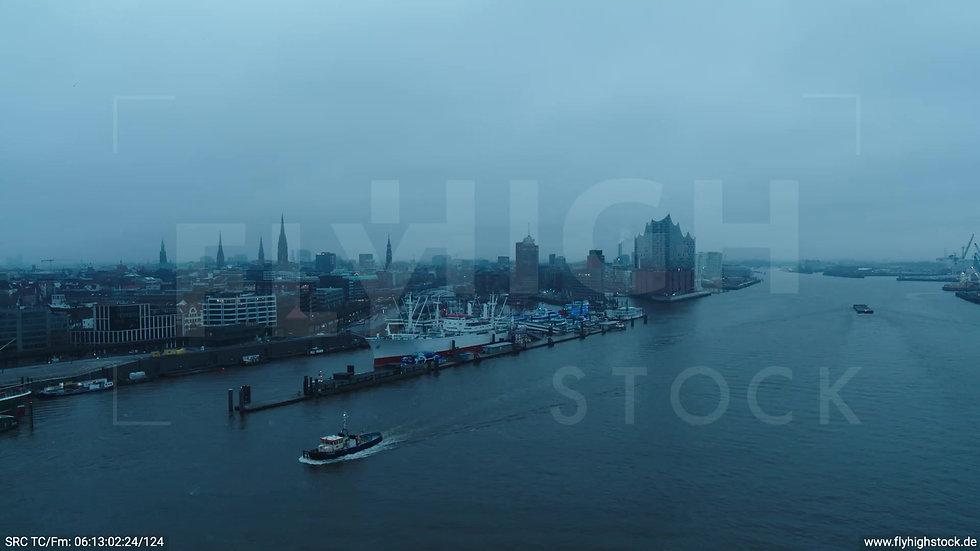 Hamburg Hafen Zuflug Cap San Diego Museumsschiff morgens bewölkt Winter