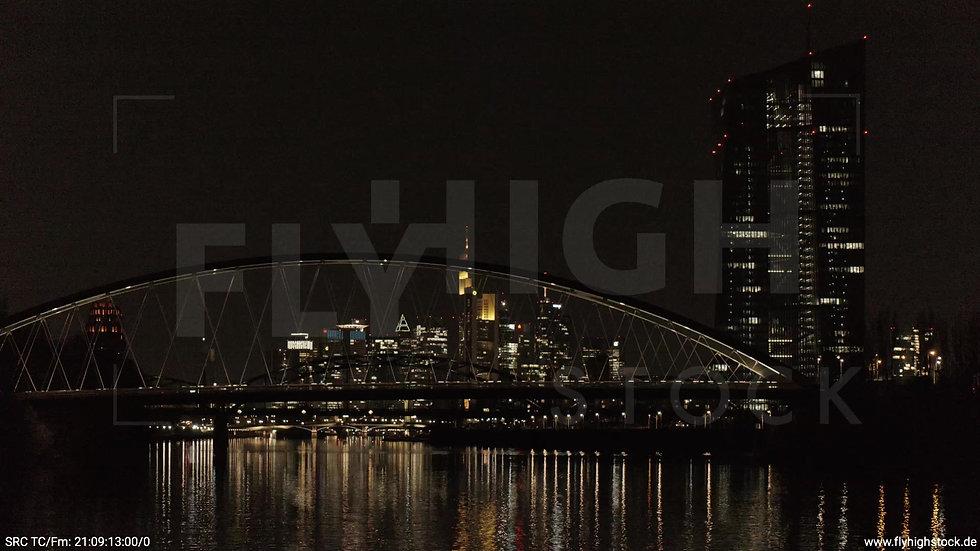Frankfurt Osthafenbrücke Hub Skyline nachts 3