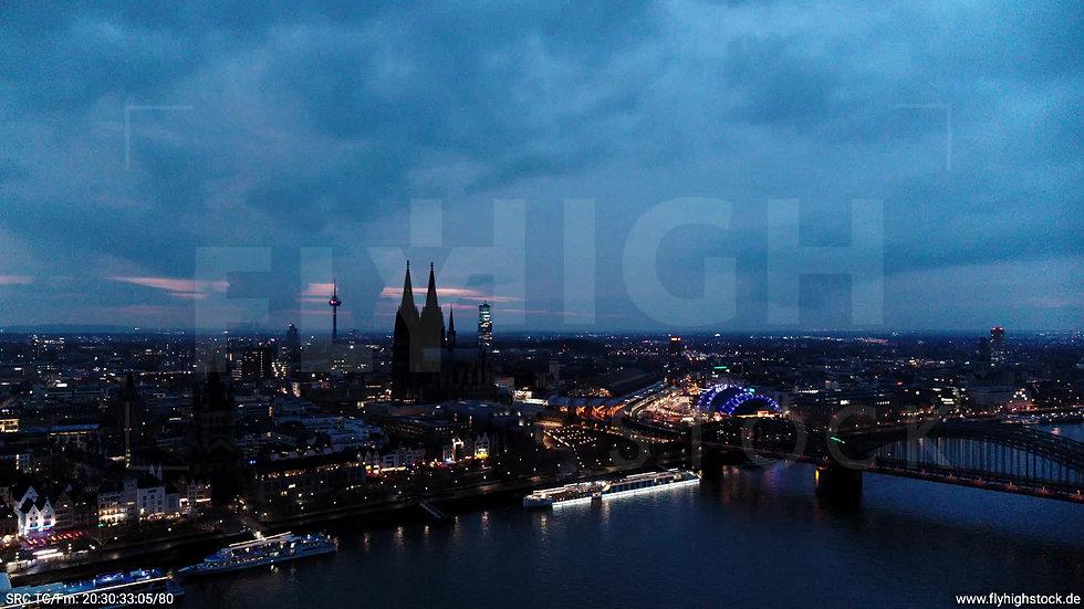 Köln Kennedy-Ufer Skyline Zuflug abends 5