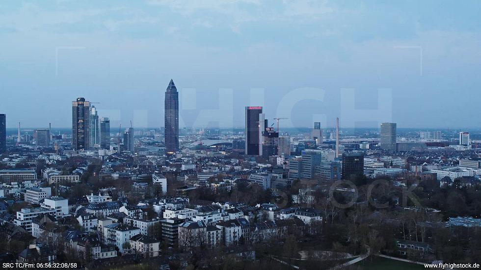 Frankfurt Grüneburgpark Zuflug Skyline morgens 8