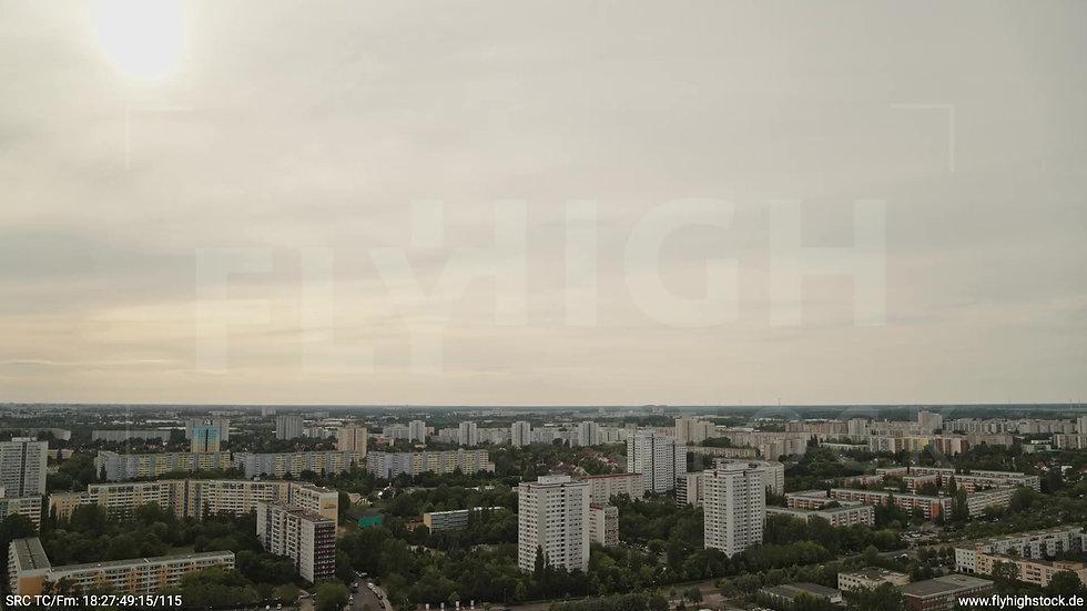 Berlin Marzahn Skyline Zuflug nach unten tagsüber 2