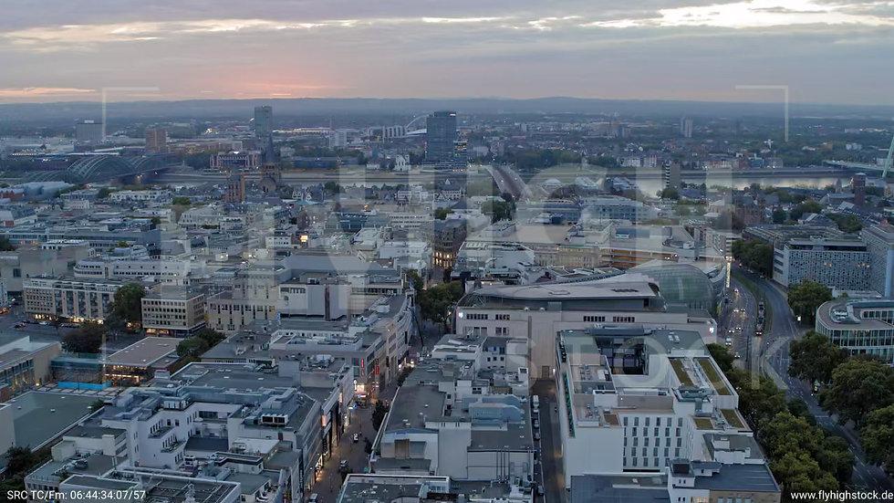 Köln Neumarkt 360-Grad-Drehung C045_C001