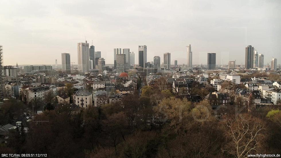 Frankfurt Grüneburgpark Parallelflug nach oben Skyline morgens