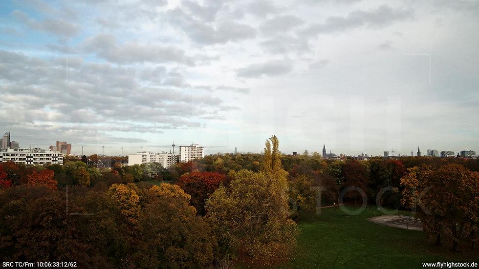 Köln Vorgebirgspark Skyline Zuflug nach oben tagsüber C027_C015