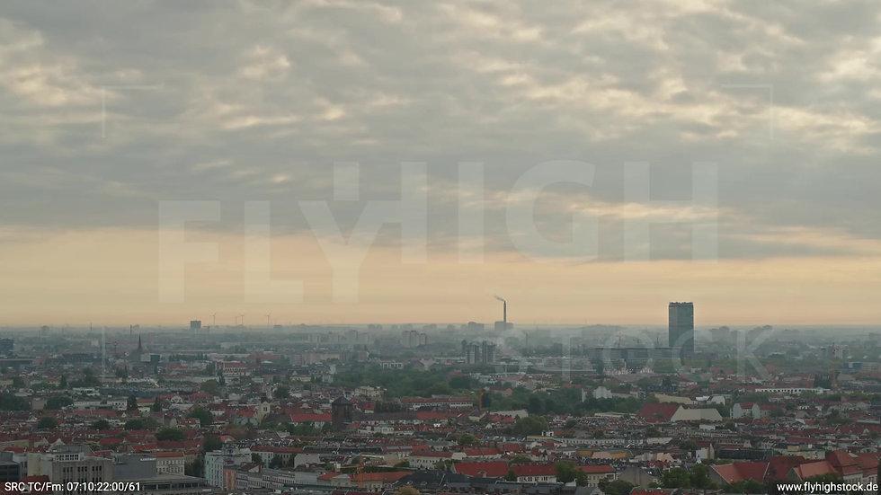 Berlin Hasenheide Allianz Skyline Zuflug morgens 6