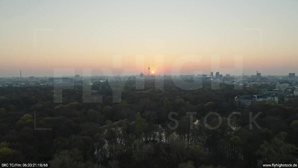 Berlin Tiergarten Skyline Zuflug morgens 7