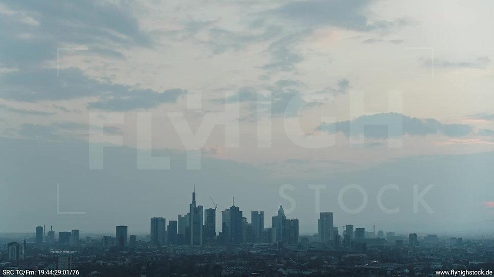Frankfurt Ostpark Zuflug Skyline abends 5