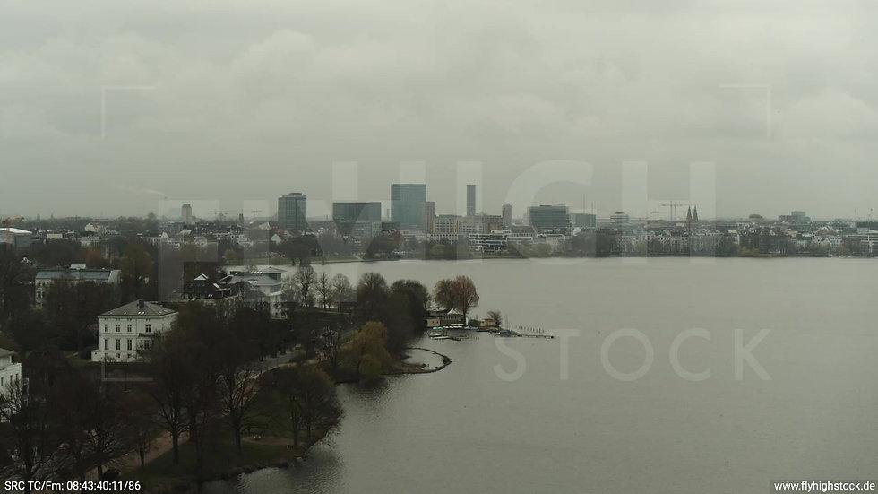 Hamburg Außenalster Überflug Skyline tagsüber bewölkt 3