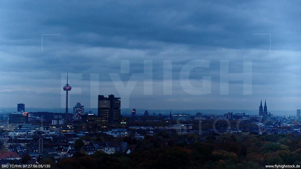 Köln Stadtwald Skyline Parallelflug morgens C020_C010