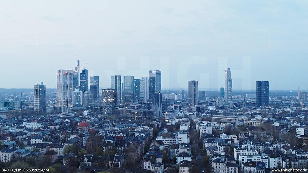 Frankfurt Grüneburgpark Zuflug Skyline morgens 6