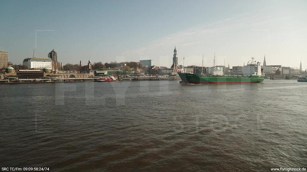 Hamburg Landungsbrücken Hub tagsüber