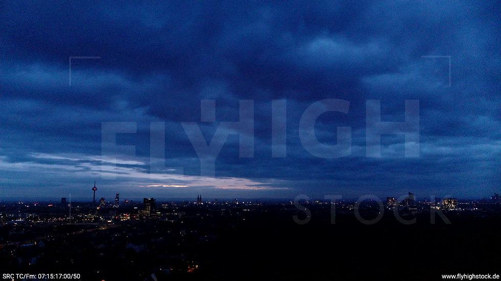 Köln Stadtwald Skyline Zuflug morgens C020_C001