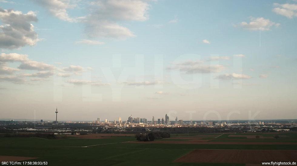 Frankfurt Skyline Zuflug tagsüber 4