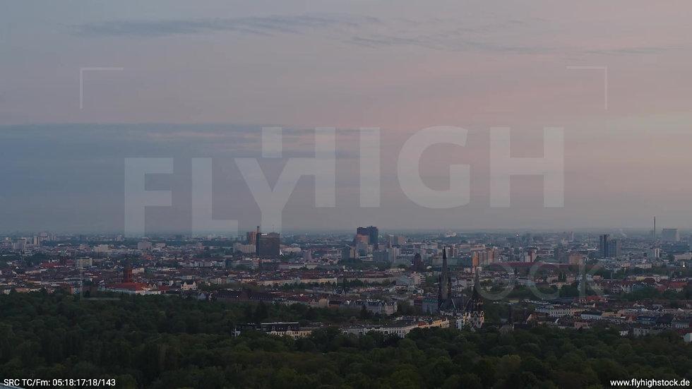 Berlin Hasenheide Kreuzberg Skyline Zuflug morgens