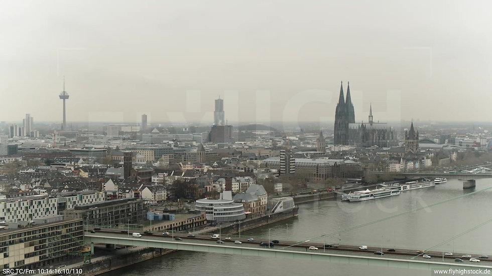 Köln Poller Wiesen Skyline Rückflug tagsüber 2