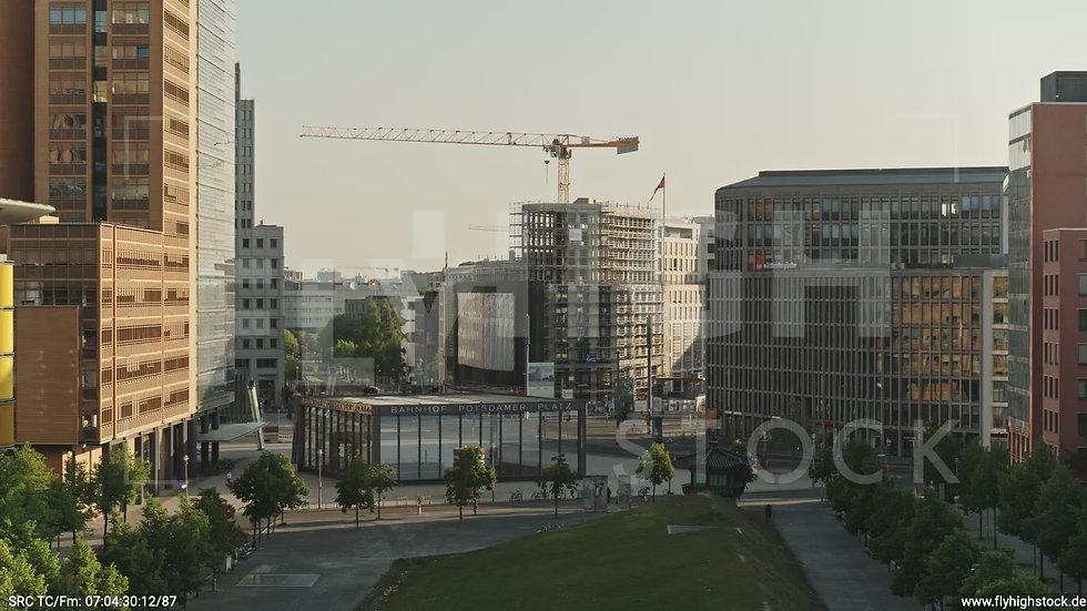 Berlin Potsdamer Platz tiefer Zuflug morgens D035_C011