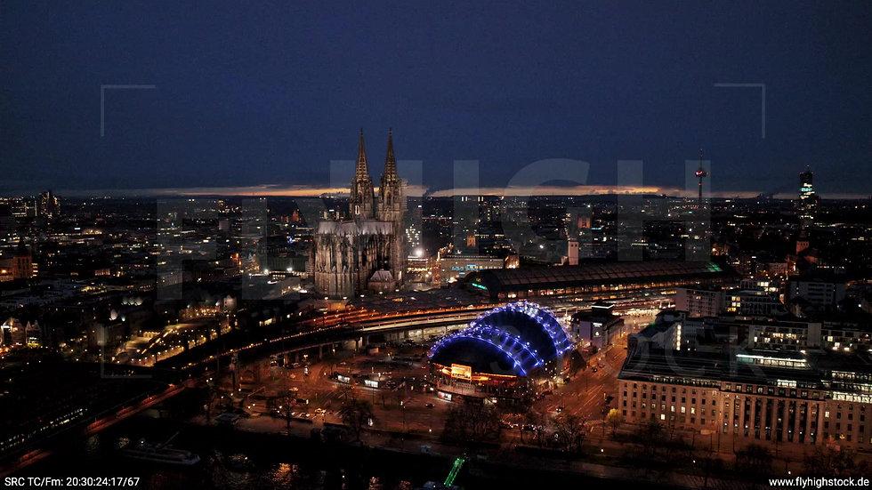 Köln Westufer Skyline Parallelflug abends 5