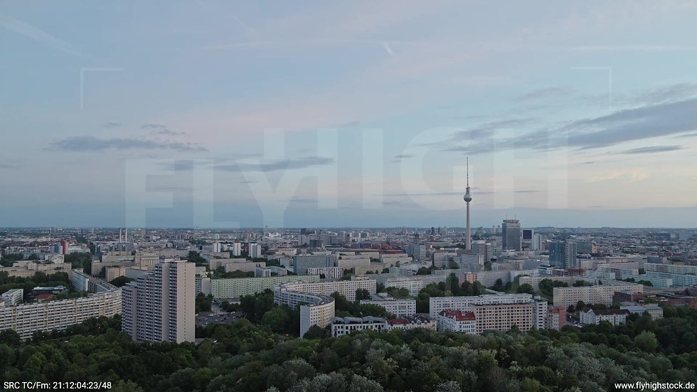Berlin Volkspark Friedrichshain Alexanderplatz Skyline Zuflug n. u. abends 3