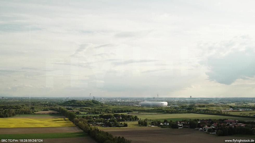 München Allianz Arena Skyline Zuflug tagsüber 3