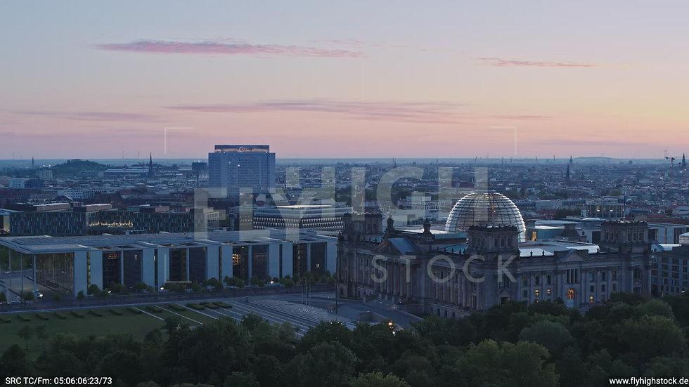 Berlin Tiergarten Reichstag Parallelflug morgens D028_C017